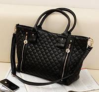 Красивая вместительная стеганая сумка со стильными молниями
