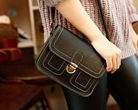 Женская сумка почтальон-сундучок на защелке