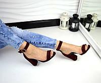 Стильные замшевые босоножки цвета бордо на устойчивом каблуке