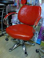 Кресло парикмахерское 0013 — красное