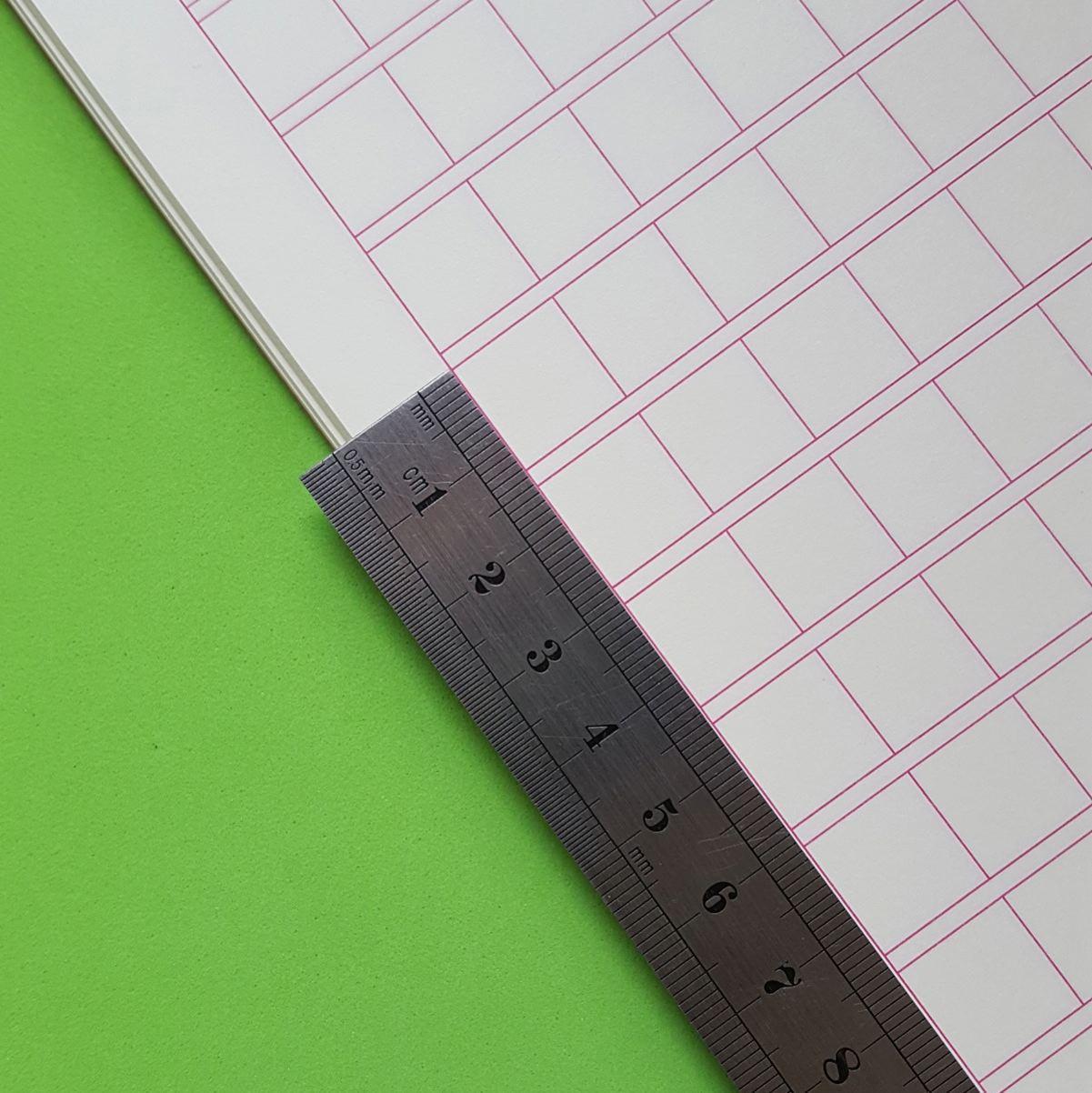 Тетрадь для написания иероглифов. Клетка 13 мм с полем для пиньинь. 15680 клеток