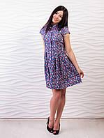 Легкое синее платье с мелким цветочным принтом