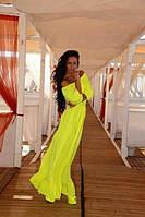 Шифоновое длинное платье в пол с открытыми плечами и оборкой по низу юбки