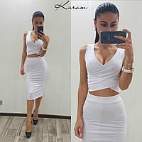 Модный костюм топ и юбка до колен в белом цвете
