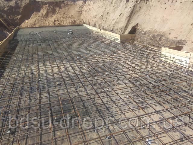 Армированный бетон с вибратором