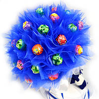 Букет из конфет Чупа Чупс в синей органзе
