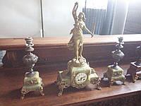 Старинные каминные часы с вазами