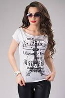Женская футболка с надписью на груди и принтом эйфелева башня