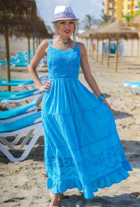 Летнее платье сарафан цвета лазури с кружевом
