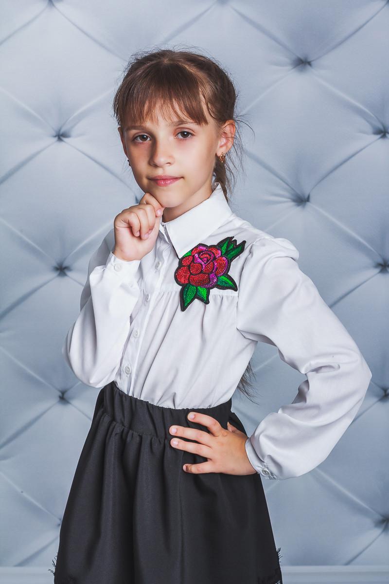 Школьная блузка для девочки с розой