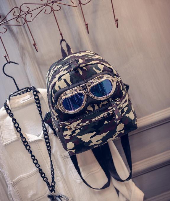 Молодежный рюкзак с очками и заклепками
