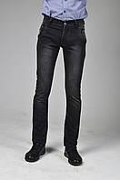 Серые потертые юношеские брюки-джинсы