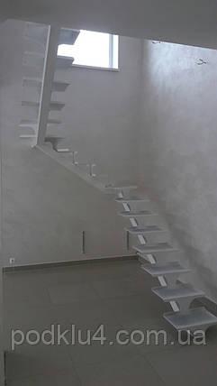 Лестница белого цвета на прямом косоуре, фото 2