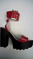 Босоножки на высоком каблуке и платформе с пряжкой (цвет - красный)