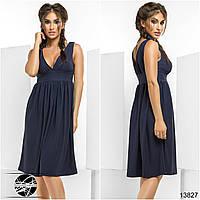 Элегантное платье с V-образным вырезом на груди и спине. Юбка клешеная, в сборку на талии.