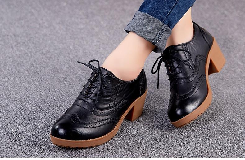 a93e1efeb956 Кожаные туфли с отделкой ажурной на каблуке