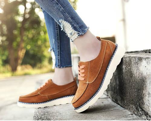 b2c932f9b847 Замшевые туфли на легкой подошве с отделкой