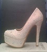Туфли Лабутен Louboutin белые украшены стразами