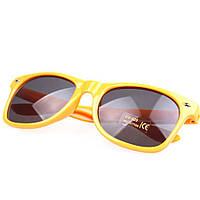 Солнцезащитные очки желтого цвета Wayfarer