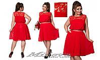 Легкое шифоновое платье до колен украшено кружевом размер: 48, 50, 52, 54