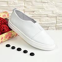 Женские кожаные белые туфли на утолщенной белой подошве.