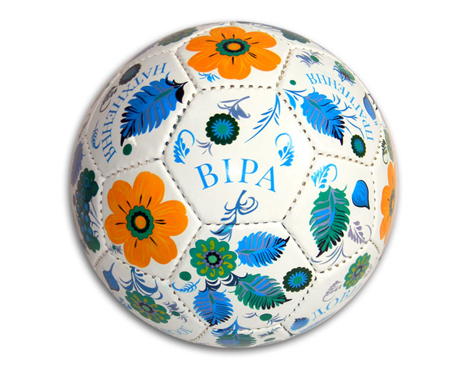 Футбольний м'яч з логотипом