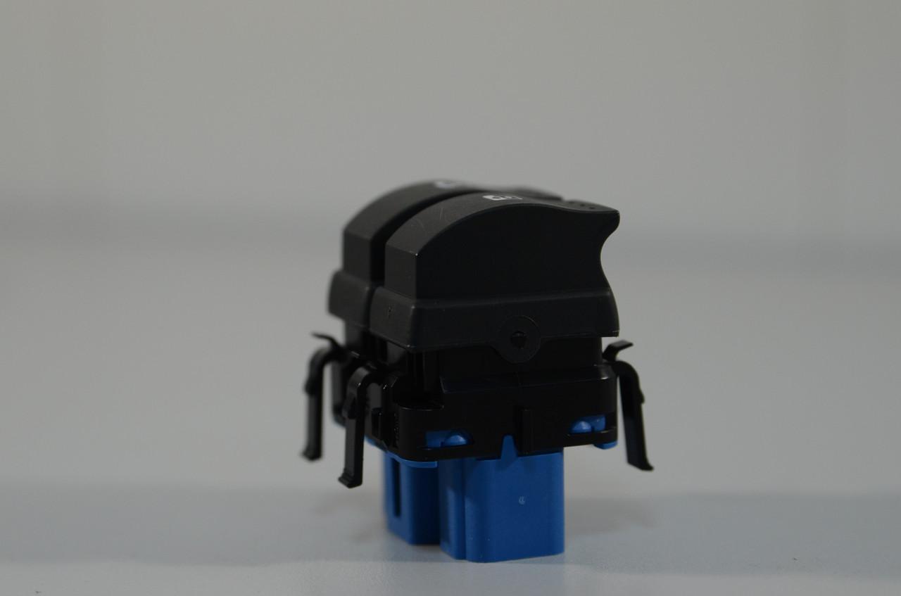 Переключатель стеклоподъемника на Renault Master III 2010-> — Renault (Оригинал) - 8200108269