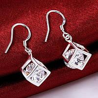 Оригинальные серебряные серьги с австрийскими кристаллами в форме квадрата