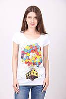 Белая принтованая ярким рисунком женская футболка