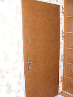 Обивка двери кожзамом