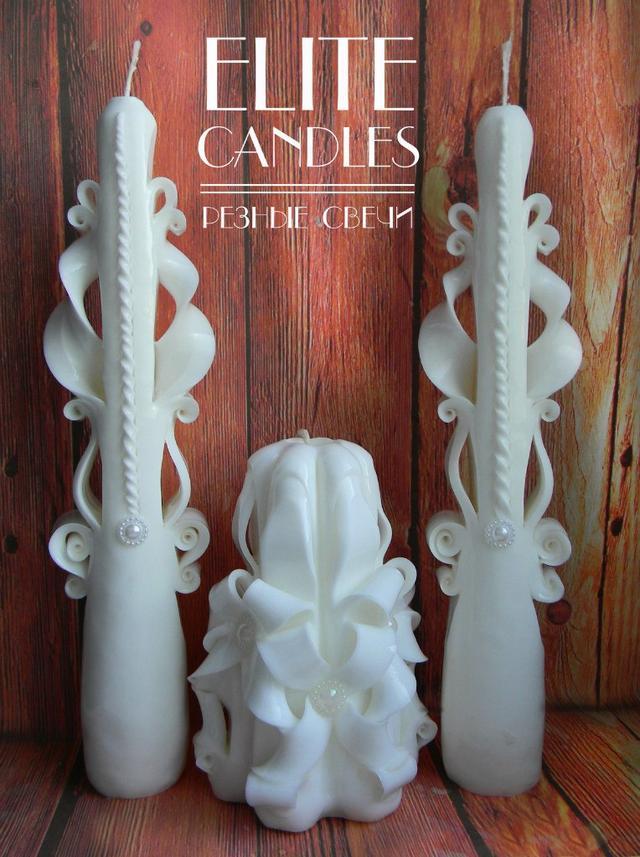 Белый свадебный набор резных свечей ручной работы. В наборе 3 свечи.