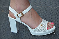 Босоножки женские на широком каблуке, платформа искусственная кожа белые. Со скидкой
