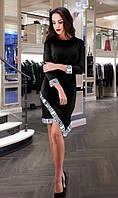 Черное трикотажное платье с белыми манжетами