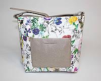 Маленькая женская сумочка в цветочный принт