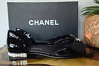 Кожаные лаковые босоножки Chanel,  Шанель,  черного цвета,  балетки, жемчуг