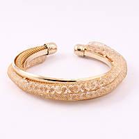 Браслет на руку незамкнутое кольцо золотистого цвета