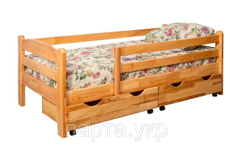 Деревянная кровать с бортиком и ящиками из ольхи
