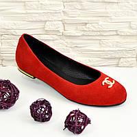Туфли женские красные замшевые, декорированы фурнитурой. 37 размер