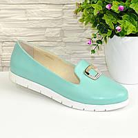 Женские кожаные туфли-мокасины на утолщенной белой подошве. Цвет мята. 38 размер