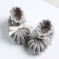 Красивые вязаные пинетки для девочки