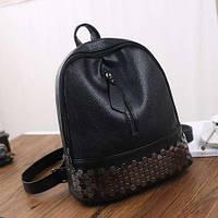 Черный рюкзак кожзам на молнии с заклепками