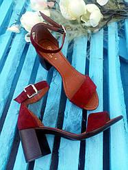 Босоножки элегантные на устойчивом (7 см) каблуке, бордо замш