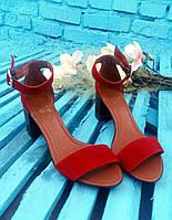 Босоножки элегантные на устойчивом (7 см) каблуке, красный замш