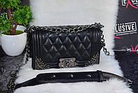Шикарная сумка Шанель бой с уголками.