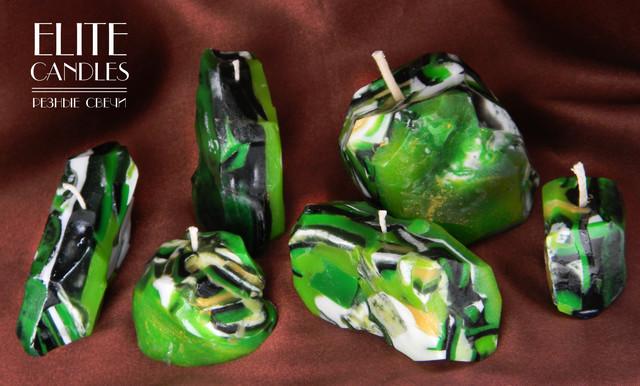Свечи малахитового цвета и формы камня.