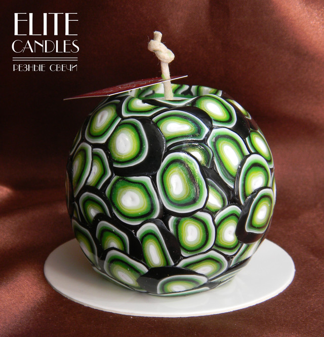 Свеча формы шара. Темно-зеленый цвет,  для декора или на подарок.