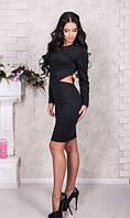 Черное платье с разрезами по бокам