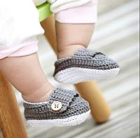 Стильные вязаные пинетки для новорожденных мальчиков