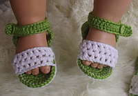 Красивые вязаные пинетки-босоножки для девочки