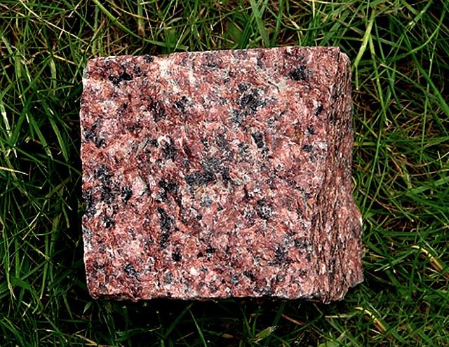 Брусчатка гранитная колотая лезники 10х10х5 см